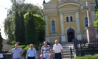 pred kostolom