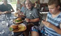 želaný hamburger na obed